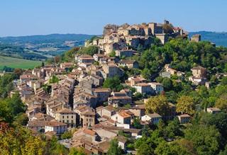 Vue de Cordes-sur-Ciel, ville médiévale du Tarn (France) mairie de notre interviewé Paul Quilès